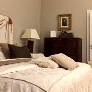 Chambre classique lit maison d'hôtes de luxe